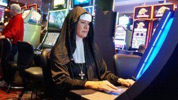 dos monjas se roban 500 mil dolares para apostar en las vegas