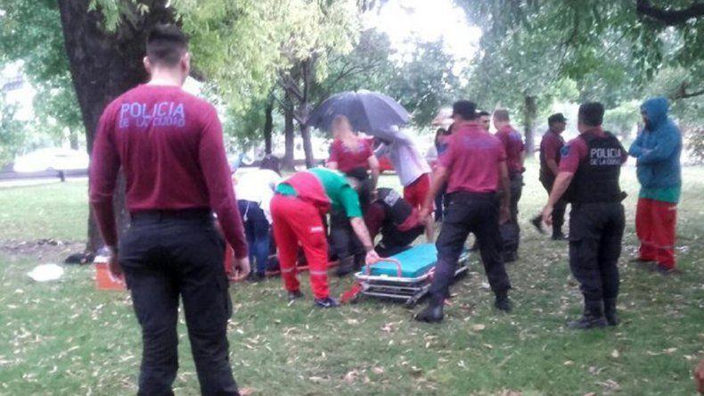 Una mujer murió y un hombre está grave por la caída de un rayo