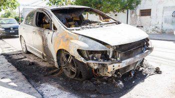 quemo el auto de su ex y lo detuvieron
