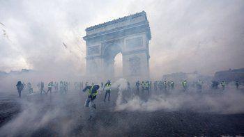 chalecos amarillos: otra muerte en una protesta contra macron
