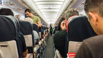 les prohiben volar de por vida por pelearse en el avion