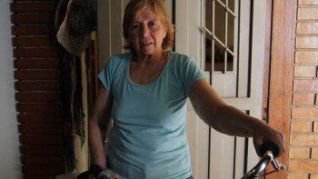insolita multa a jubilada por no usar casco