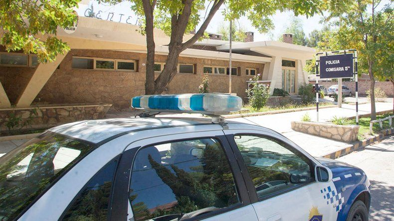 Policía borracho se durmió en la calle y terminó detenido