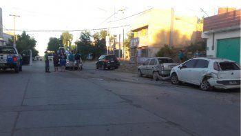 borracho, destrozo a tres autos estacionados y termino inconsciente sobre la vereda