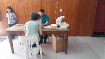 oftalmologos atienden gratis en la comision vecinal de canal v