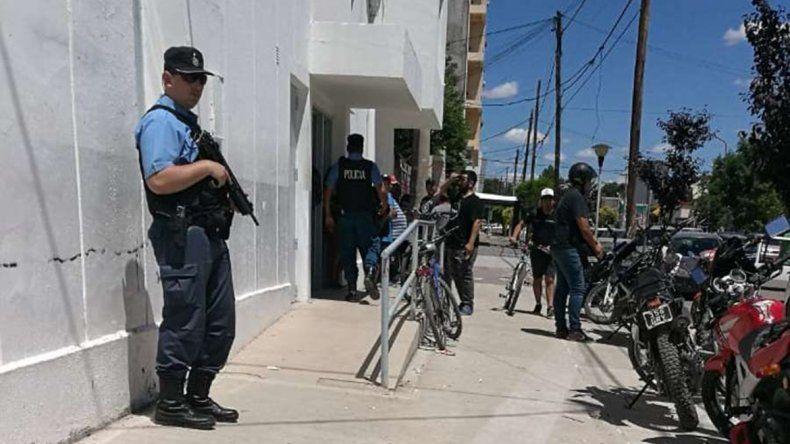 Tensión por un confuso episodio dentro del banco de Cutral Co: hubo piñas y gritos