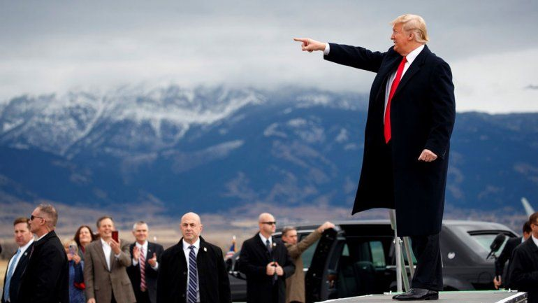 Trump pide ser tratado de héroe