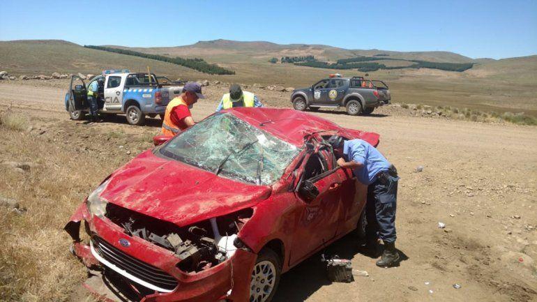 Ruta 23: los rescataron después de cuatro horas de haber volcado