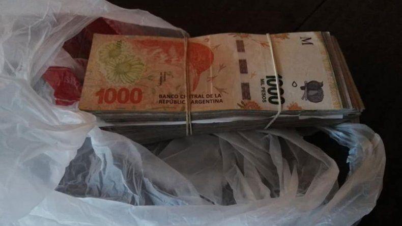 Encontró 23 mil pesos y los devolvió: eran para la operación de un niño