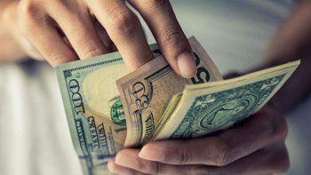 el dolar pego un salto de 29 centavos y se acerca a los 40