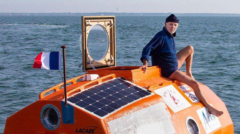 Un anciano trata de cruzar el Atlántico en un barril