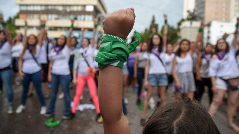 Una de las tantas marchas de mujeres contra la violencia machista. El pañuelo verde siempre presente.