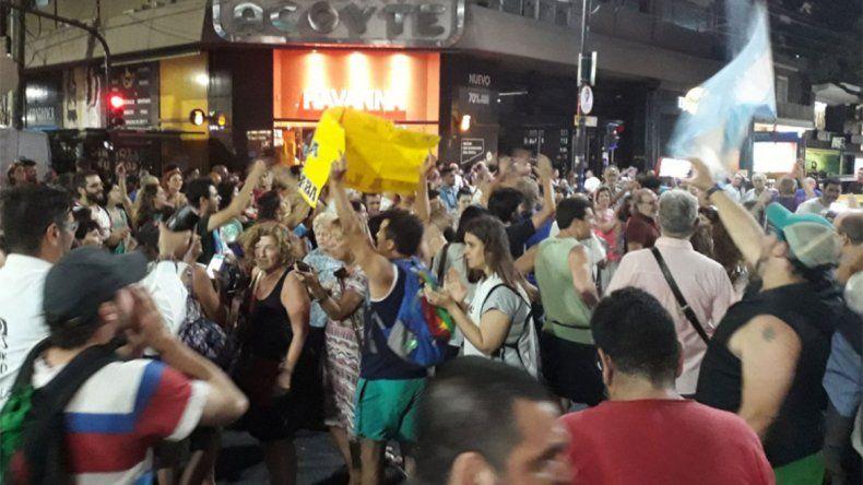 Las cacerolas se hicieron sentir en Buenos Aires contra las tarifas