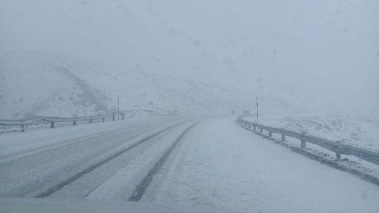 Video: la tormenta de nieve que obligó a cerrar el Paso de Pino Hachado