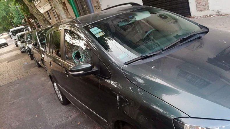 Una imprudencia peligrosa: padres que dejan a sus hijos en los autos
