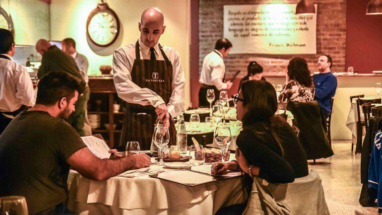 Cenar afuera durante Año Nuevo sale un 40 por ciento más