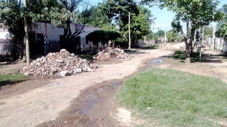 Rellenaban las calles de una ciudad salteña con escombros y huesos humanos