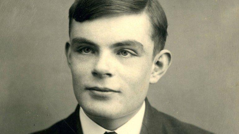 Alan Turing, el primer gran hacker de la historia que salvó 14 mil vidas en la Segunda Guerra Mundial