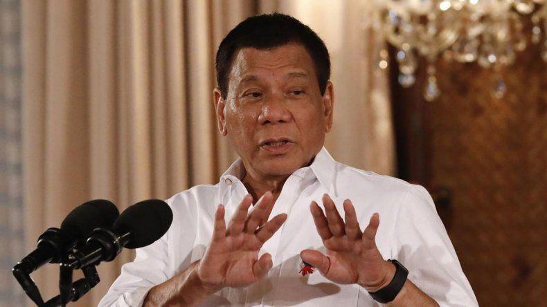 Duterte dijo que agredió sexualmente a una de sus empleadas