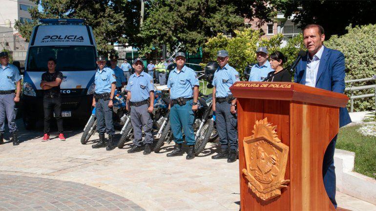 Gutiérrez entregó nuevos vehículos y equipamiento para la Policía