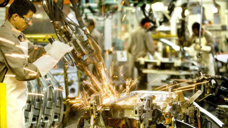 La industria bajó 13,3% y tocó el peor registro desde 2002