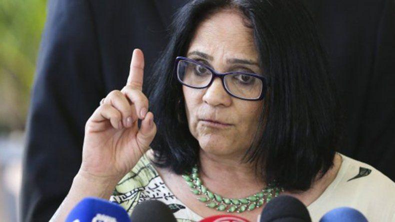 La nueva era en Brasil para una ministra: niños de azul y niñas de rosa