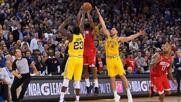 El increíble triple de James Harden para derrotar al campeón de la NBA