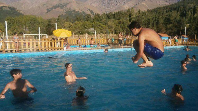 Huinganco le hace frente al calor con piscinas colmadas