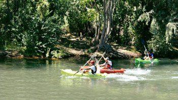 el kayak gratuito toma forma en el rio de centenario