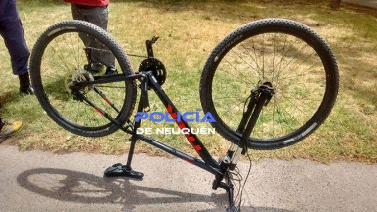 Intentaba vender una bicicleta robada y la policía lo agarró in fraganti