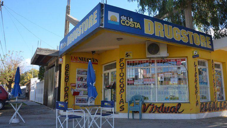 Con un bate, una kiosquera  amenazó y echó a ladrones