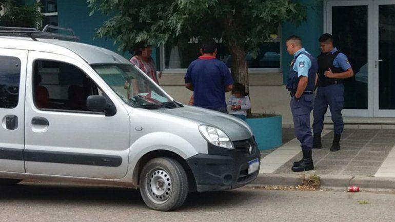 Centenario: se olvidó a su hija en la camioneta y dos mujeres la rescataron