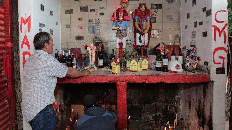 Vista Alegre: entre rosas y velas rojas, cientos de fieles le rindieron culto al Gauchito Gil