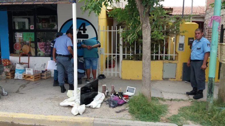 Viajaban en colectivo con un botín robado, un pasajero los delató y los atraparon