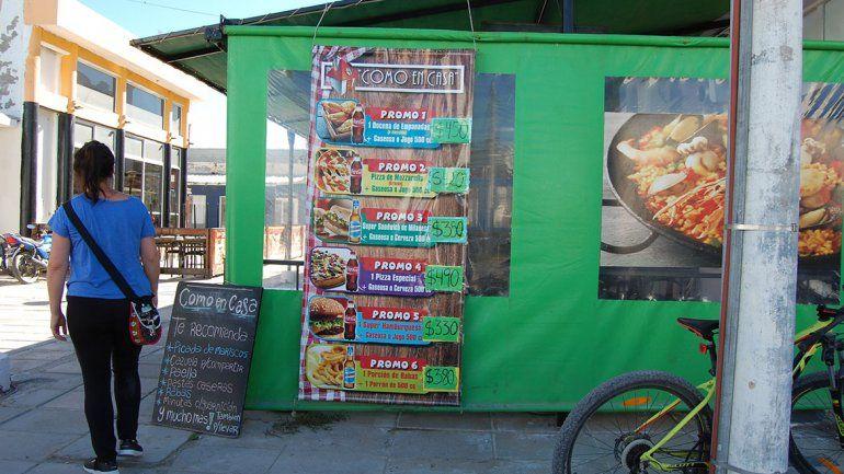 En Las Grutas se impone un menú turístico y barato