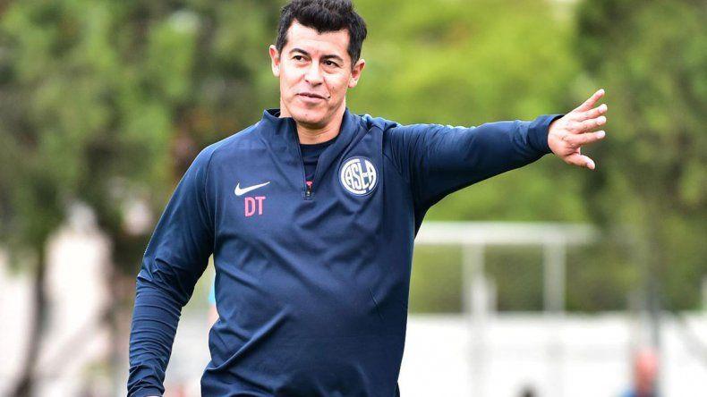 Almirón presionó a los dirigentes desde Brasil