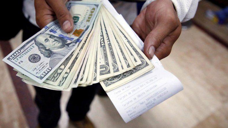 Dólar: quedó a centavos del piso de flotación