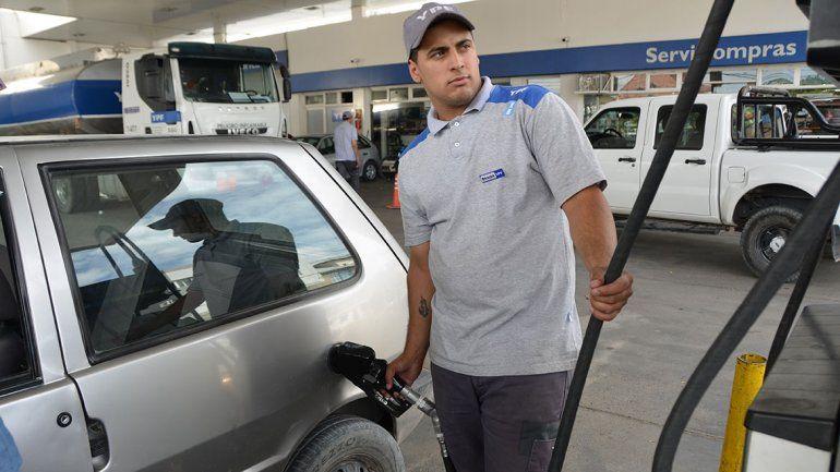 La nafta todavía es más barata que en Chile