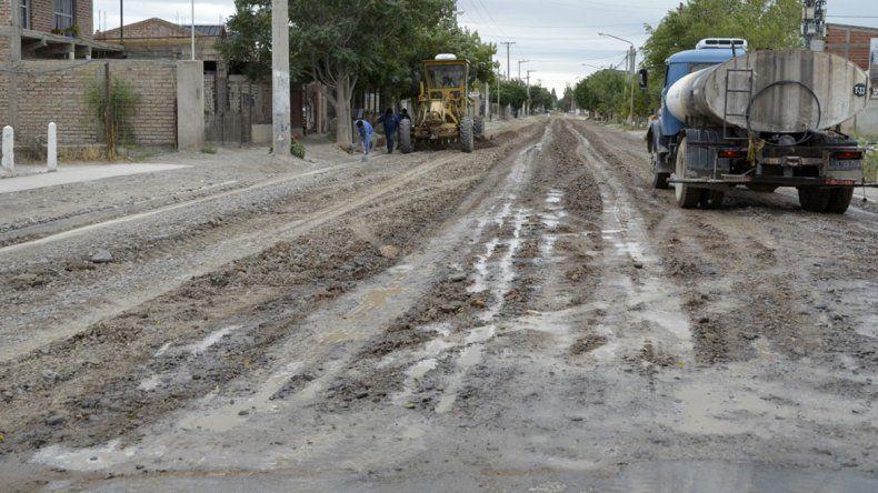 Confluencia: está casi listo el asfalto en calles troncales