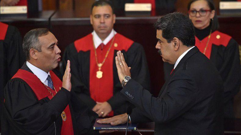 En un clima tenso, Maduro asumió su segundo mandato