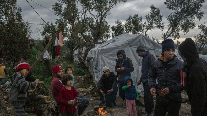 Miles de migrantes abandonados en una isla de Grecia