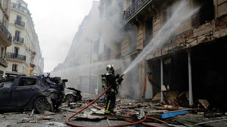 Tres muertos y 50 heridos por una poderosa explosión de gas en París