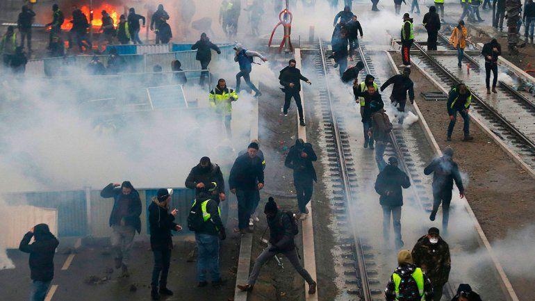 Chalecos Amarillos volvieron a las calles y pidieron la renuncia de Macron