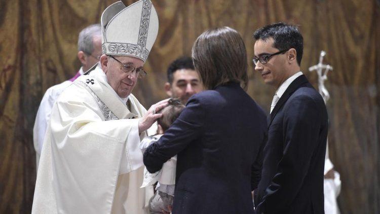 Francisco aconseja a los padres no pelear delante de los niños