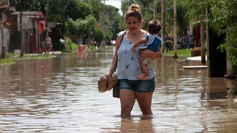Inundaciones no dan respiro en el Litoral: hay más de 2.000 evacuados