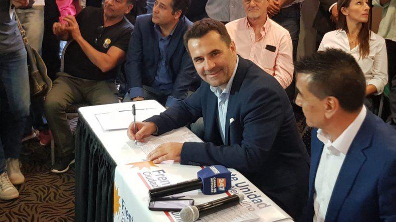 Darío Martínez: Macri juega con el futuro de los neuquinos