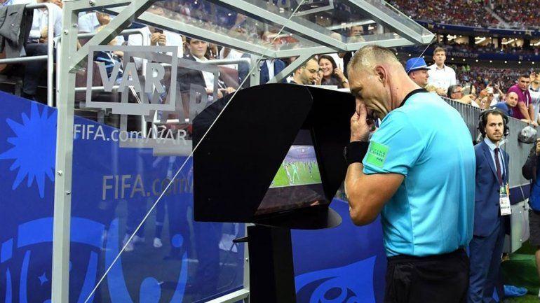La AFA analiza el desembarco del VAR en la Superliga