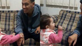 video conmovedor: la nena de 2 anos que intenta comunicarse por lengua de senas con su papa sordo