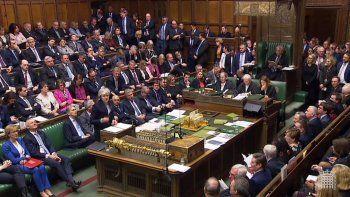 fuerte rechazo del parlamento britanico al acuerdo del brexit