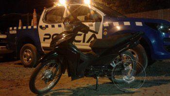 le llamo la atencion la moto de su pareja y aviso a la poli: era robada